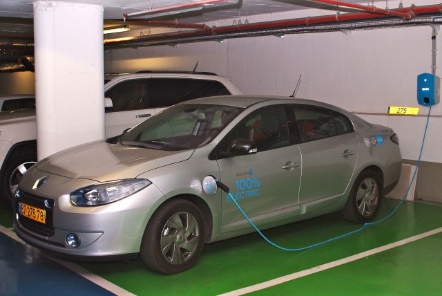Renault Fluence Ze Charging At Better Place Charge Point In Apartment Bldg Photo Brian