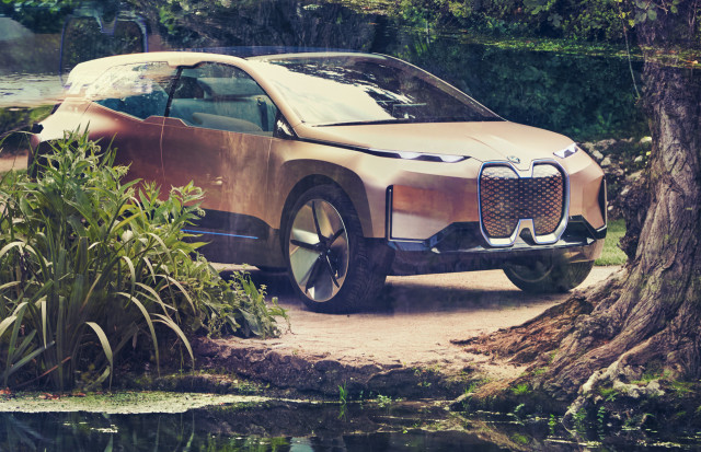 Bmw Vision Inext Previews Electric Self Driving Suv Due In 2021