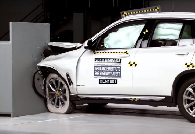 2018 BMW X3 in IIHS crash-testing