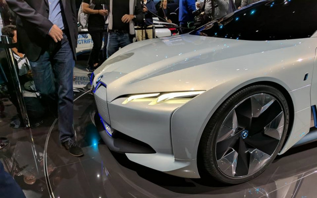 Which maker will sell most electric luxury cars by 2020 ...