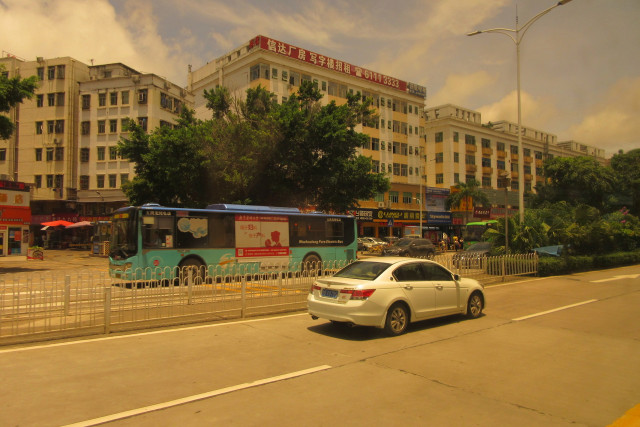 Bus in Shenzhen, China, By GEei Ginhee wins (Own work) [CC BY-SA 4.0]