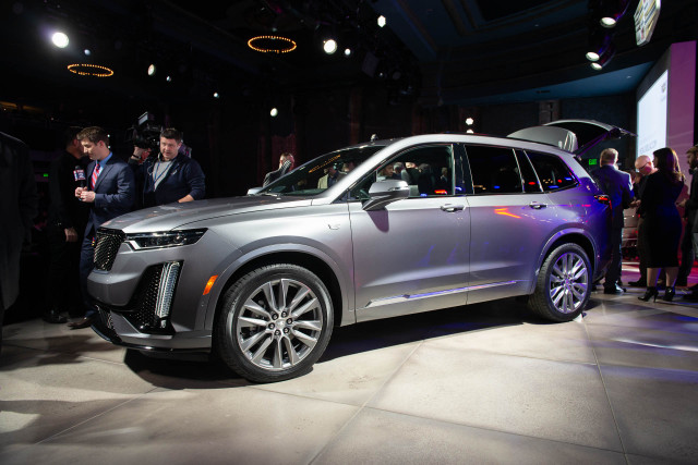 2020 Cadillac Xt6 Crossover Suv Costs More Than Rival Lincoln Aviator