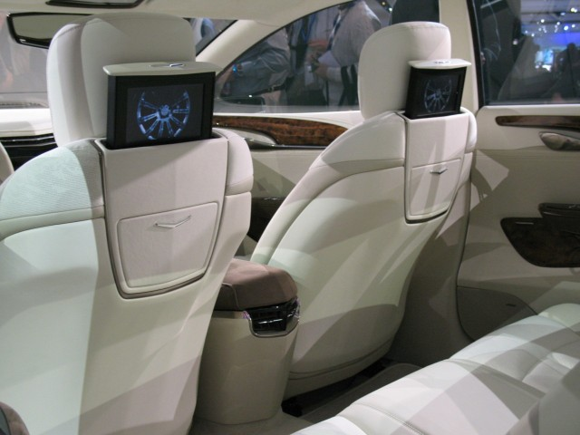 Cadillac Xts Platinum Design Details Show New Direction
