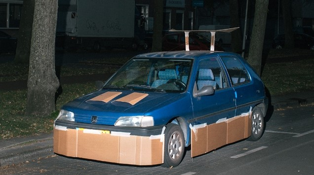 Car pimped with cardboard - Image via Max Siedentopf