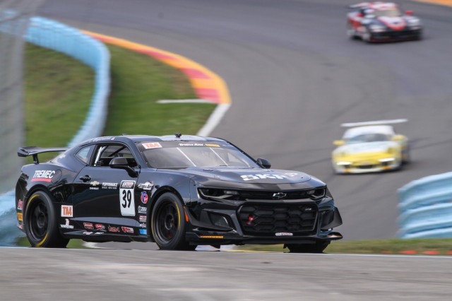 Chevy Showcases Camaro Ss Trans Am Race Car With Zl1 1le Parts