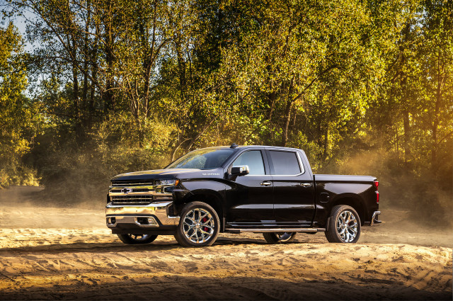 2019 Chevy Silverado mpg, Porsche's steering wheel commitment, Tesla vs. NHTSA: What's New @ The Car Connection