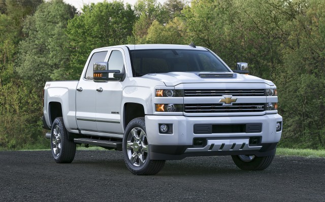 new hood scoop feeds cool air to 2017 chevy silverado hd