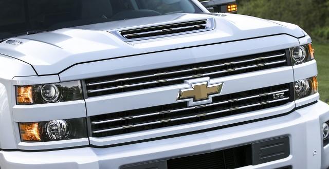 New Hood Scoop Feeds Cool Air To 2017 Chevy Silverado Hd Diesel Truck