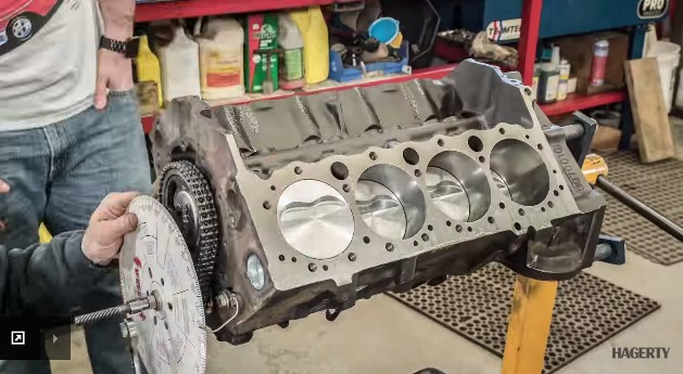 Watch A Chevy Small-Block Get New Life In This Time-Lapse ...