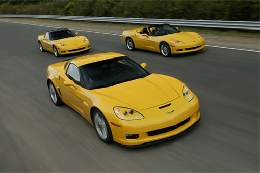 Corvette Z06 beats Porsche 911 Turbo around a track