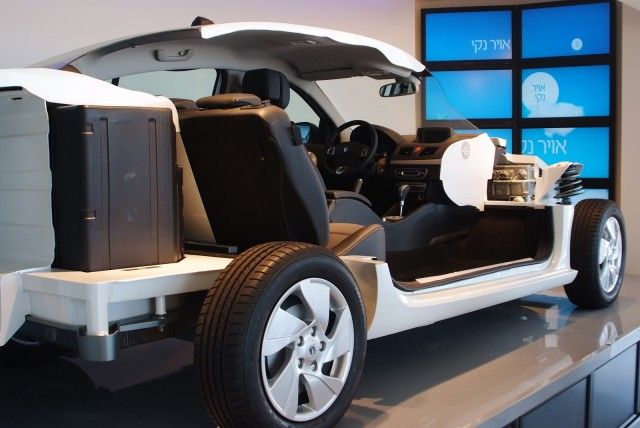 Cutaway of Renault Fluence ZE electric car used by Better Place, with battery pack behind rear seat