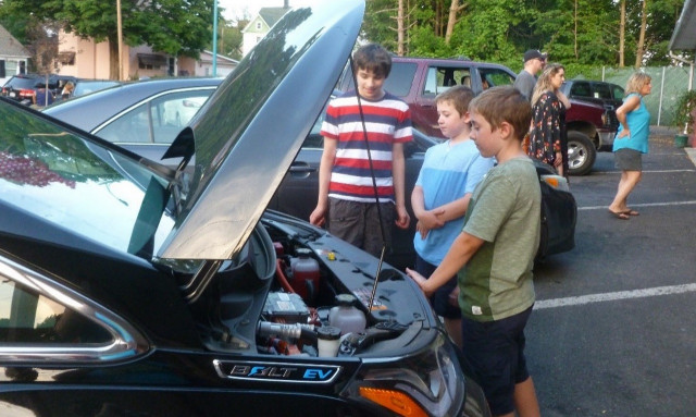 David Edwards' Chevy Bolt EV draws a crowd while charging