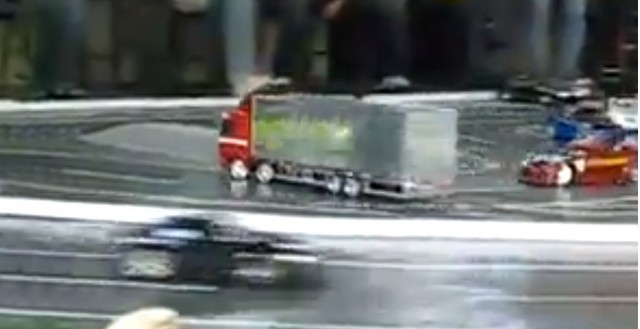 Drifiting RC semi truck is awesome