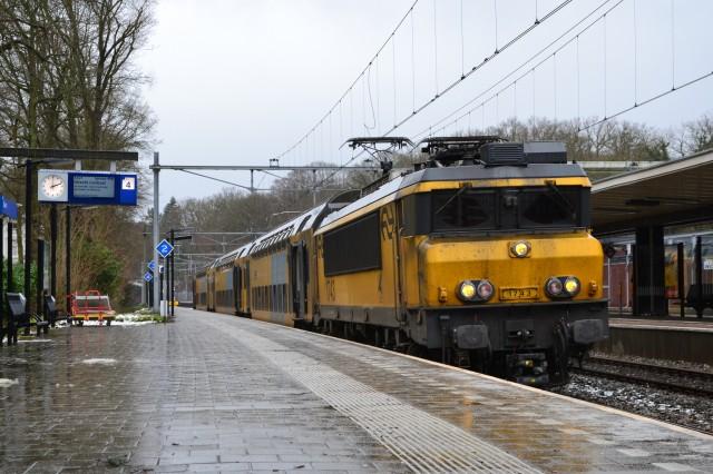 Dutch NS electric train by Flickr user Alfenaar (Used under CC License)