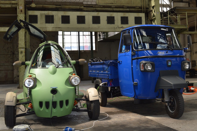 Electric Piaggio Ape (r.), SAM at start of WAVE rally June 2018 [WORLDREACH PHOTO]