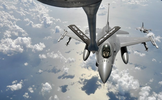 F-16 Fighting Falcon undergoing mid-air refueling [Image: U.S. Air Force via Flickr]