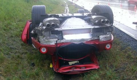 Ferrari 599 GTO crashed in the Czech Republic. Image via iDNES.cz