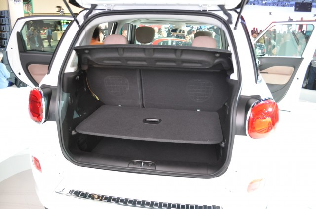 2014 fiat 500l gas mileage test of new tall wagon page 2. Black Bedroom Furniture Sets. Home Design Ideas