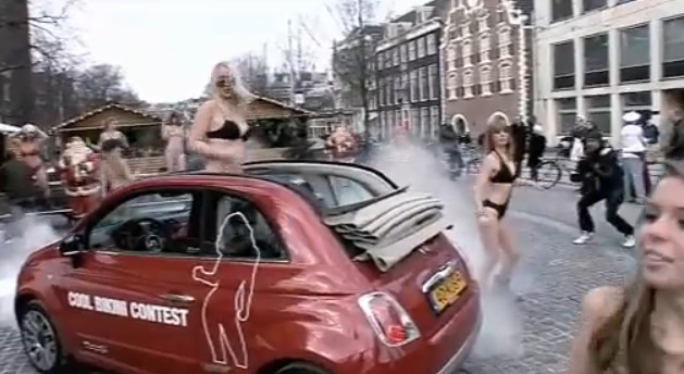 Today In Flash Mobs Girls Bikinis And The Fiat - Fiat promotion