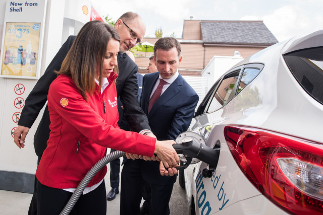First hydrogen filling station opens in Canada, in Vancouver, British Columbia