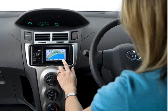 FollowMe portable navigation unit from Toyota and TomTom