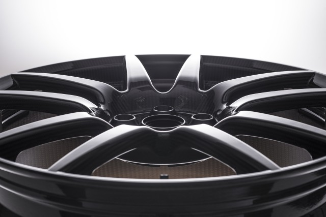 Ford GT's carbon fiber wheels