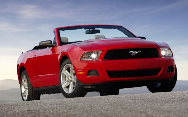 2010 ford mustang gt convertible much improved. Black Bedroom Furniture Sets. Home Design Ideas