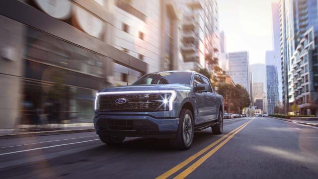 2022 Ford F-150 Lightning strikes electric truck market
