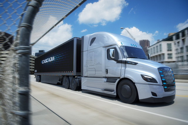 Electric trucks coming from Daimler, Freightliner, Volvo ...