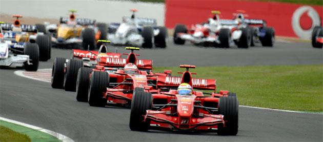 Felipe Massa and Kimi Raikkonen lead the opening lap of the 2007 French GP