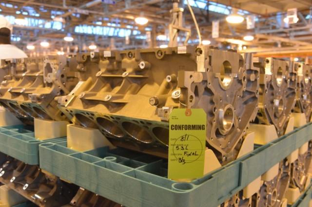 Gen V small-block V-8 on the Tonawanda assembly line