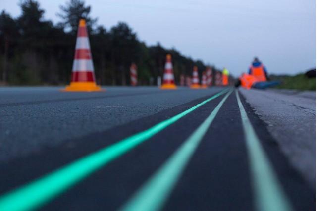 Glow in the dark road. Photo via Heijmans.