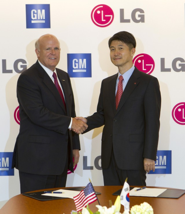 GM CEO Dan Akerson & Juno Cho, COO of LG Corp., agree to cooperate on future electric vehicles
