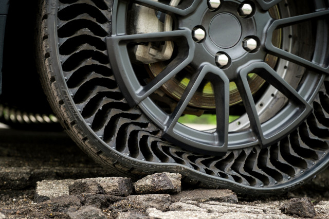 GM, Michelin Uptis airless tire prototype