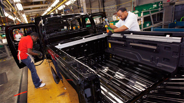 GM UAW workers on the Hummer assembly line in Shreveport