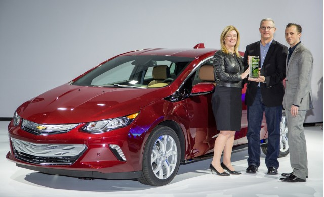 GM's Pam Fletcher and Josh Tavel accept Green Car Reports 2016 Best Car To Buy award for 2016 Volt