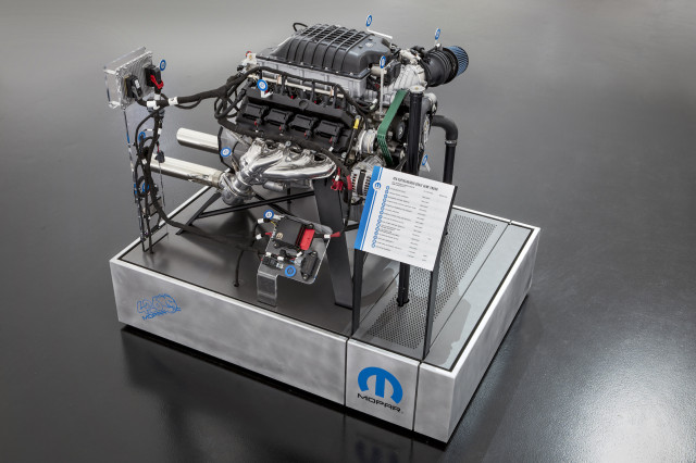 Mopar 'Hellephant' 746kW Hemi crate engine revealed