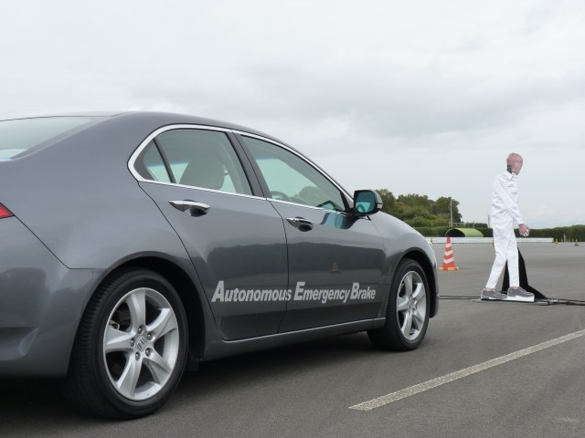 Honda Automatic Emergency Braking (AEB) system demo  -  Japan, 11/2012