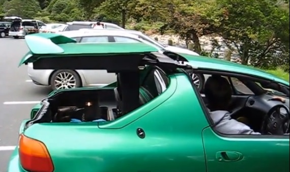 Did Porsche Steal Its 911 Targa Robot From The Honda Del ...