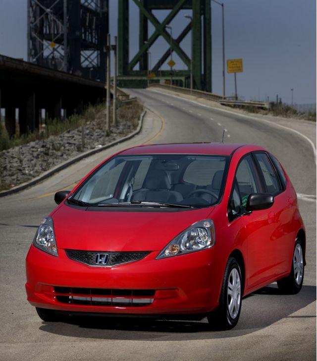 Small car smackdown 2009 smart fortwo vs 2009 honda fit for Honda smart car