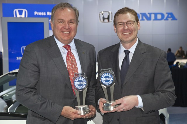 Honda's John Mendel (left) & KBB's Jared Rowe at the 2012 Kelley Blue Book Brand Image Awards