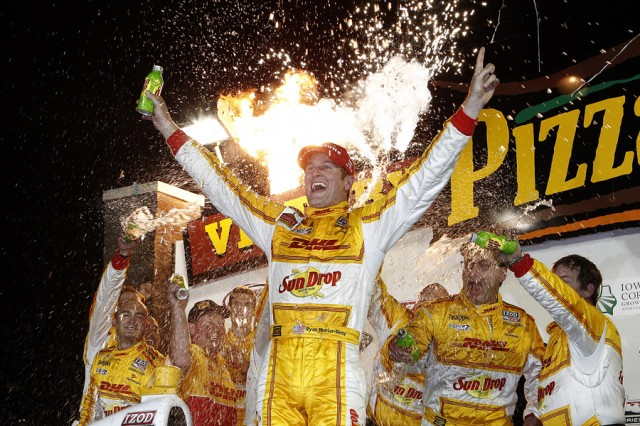 Hunter-Reay celebrates amid Iowa fireworks - INDYCAR/LAT USA