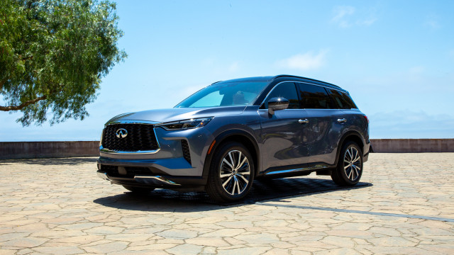 Redesigned 2022 Infiniti QX60 adds technology, refinement, and $2,500 to the price