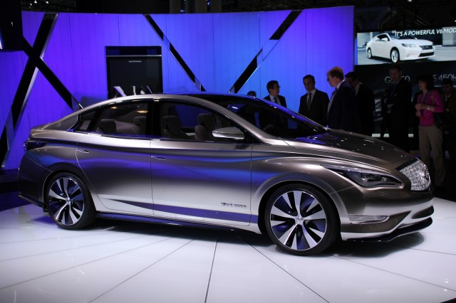 Infiniti Zero Emission Concept at New York Auto Show, April 2012