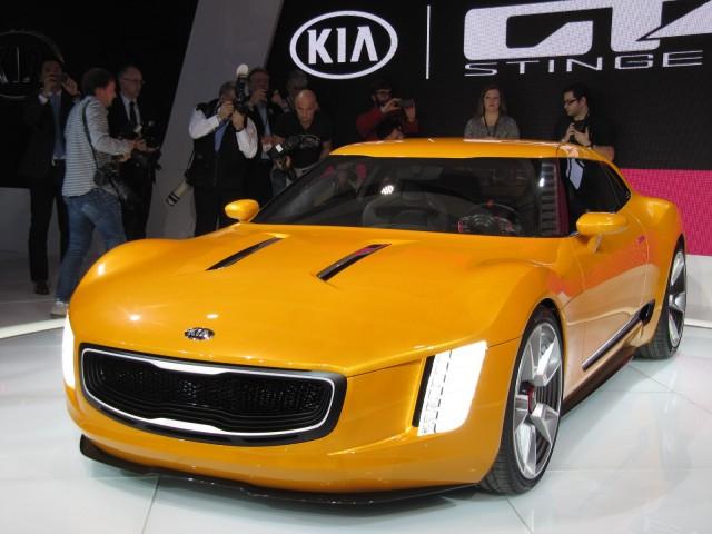kia gt4 stinger concept debuts at 2014 detroit auto show. Black Bedroom Furniture Sets. Home Design Ideas