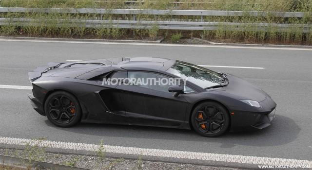 Lamborghini Aventador LP 700-4 Roadster spy shots