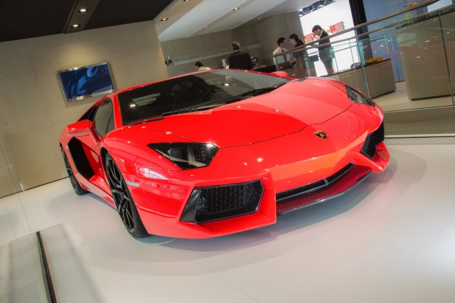 The Lamborghini Aventador LP 700-4, now with start/stop and cylinder deactivation