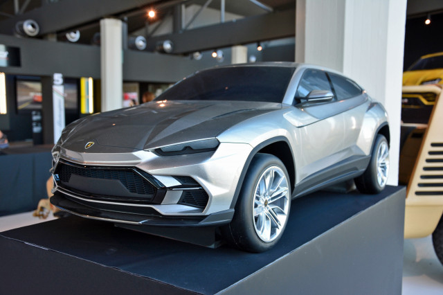 Lamborghini Urus scale model design proposal