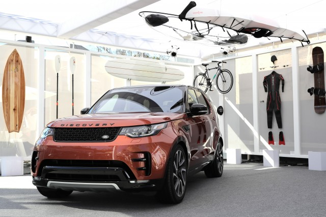 2017 Land Rover Discovery makes US debut in Venice
