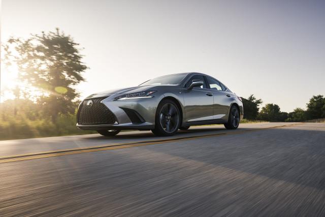 2021 Lexus ES updated, Porsche investigates itself, EV battery outlook: What's New @ The Car Connection